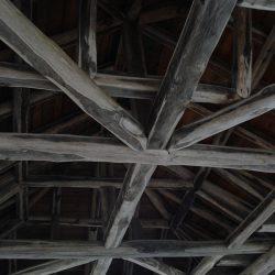 Στέγες υπόστεγων από τράβα Καστανιάς στο Άγιο Όρος